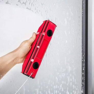 Dispozitiv magnetic special pentru curatatea geamurilor